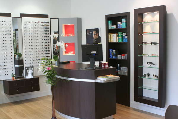 Opticien : OPTIC  OUEST, 9 PLACE SAINT CLOUD, 50430 LESSAY