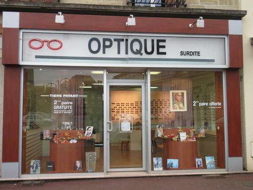 Opticien : OPTIQUE VIMOUTIERS, 12 PLACE MACKAU, 61120 VIMOUTIERS