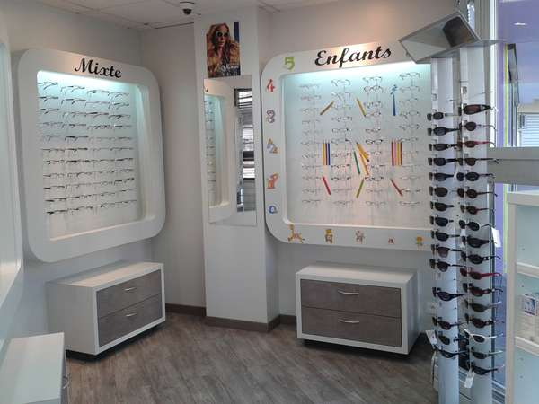 Opticien : EUROPTIQUE  J.S, 14 Place René Cassin, 25000 BESANCON