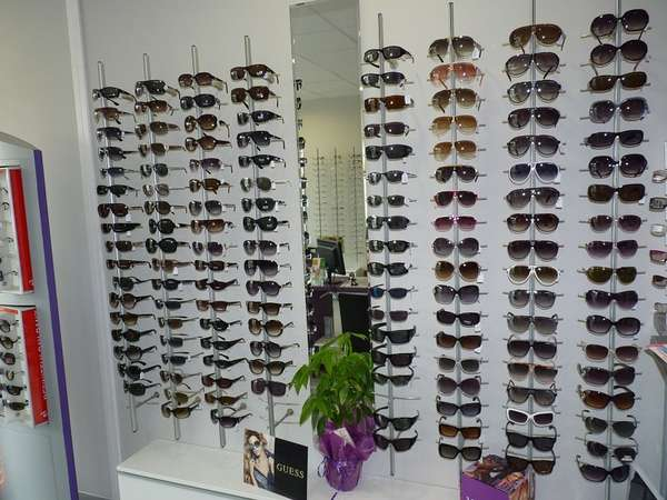 Opticien : OPTIQUE LAMOUR, 10 Avenue Camille Pelletan, 13270 Fos sur mer