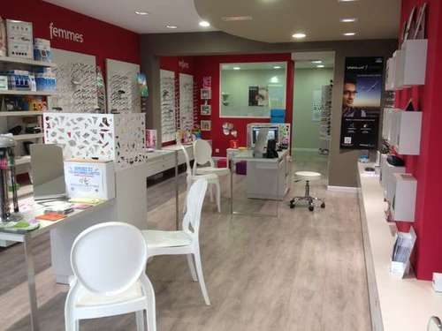 Opticien : OPTIQUE SAINT-ASTIER, 15 Place de la république, 24110 SAINT-ASTIER