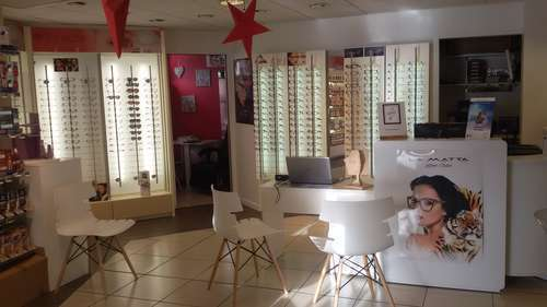 Opticien : OPTIQUE PHARMACIE LARKIN, 22 PLACE DU GENERAL DE GAULLE, 76260 EU