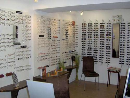 Opticien : OPTIQUE AUDITION LIZON-TATI, 6 Rue du commerce, 39270 ORGELET