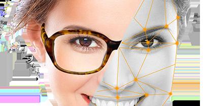 image d'une femme présentant le miroir virtuel